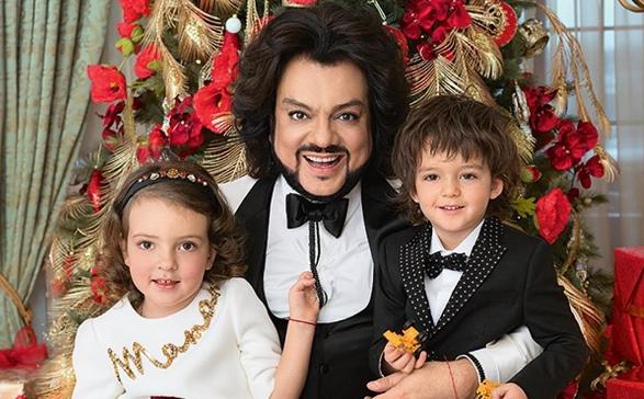 Филипп Киркоров показал своих детей в карнавальных костюмах