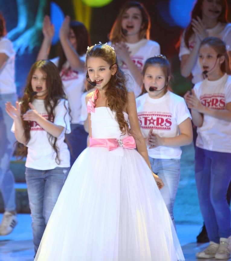 Песня «Звезда» в исполнении Димы Билана и юной Елизаветы Анохиной украсила шоу «Щелкунчик».