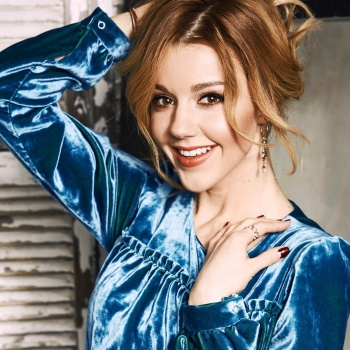 Певица Юлианна Караулова представила стильный клип к композиции «Не верю»