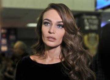 Алена Водонаева попросила всех не дарить ей свадебные подарки, а отправить деньги на лечение детей