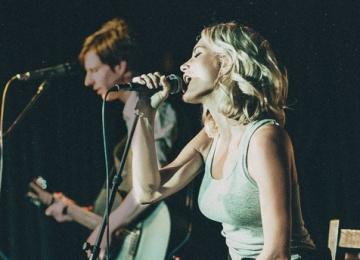 Катя Гордон и Blondrock в Мумий Тролль баре