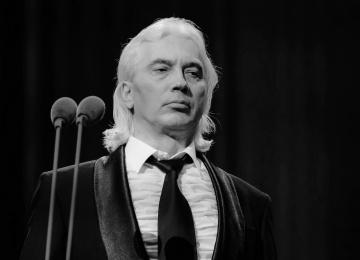 Поклонники Хворостовского переживают, что урну с прахом певца возможно потеряли