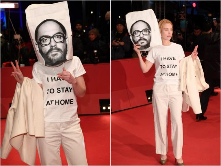 Немецкая актриса ходит с мешком на голове в поддержку Серебренникова