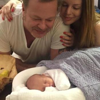 Трогательное фото Преснякова с младенцем заинтриговало пользователей Сети