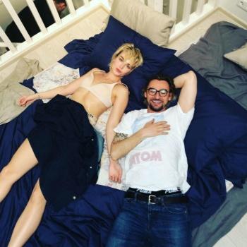 Полина Гагарина оказалась в постели с чужим мужчиной
