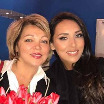 Алсу опубликовала фотографию со своей мамой