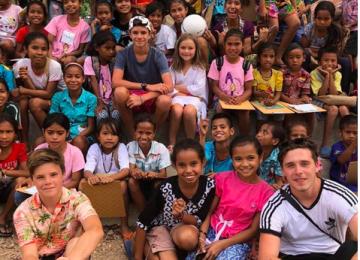 Бекхэмы устроили бесплатный урок английского для детей