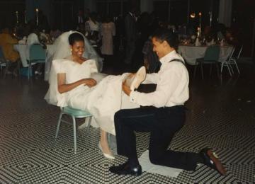 Пользователи Сети обсуждают свадебное фото Барака Обамы