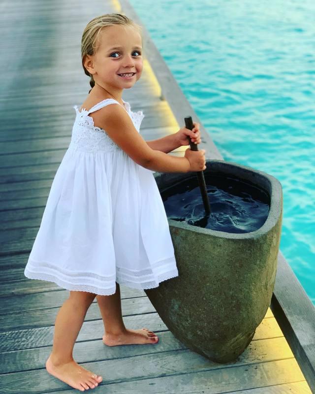 Татьяна Навка опубликовала фото дочери